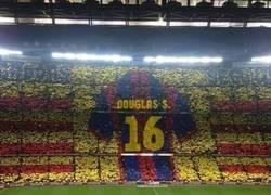 Enlace a Gran gesto de la afición del Barcelona con su ídolo
