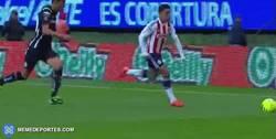 Enlace a GIF: Gran regate a lo FIFA de Marco Fabián en Mexico