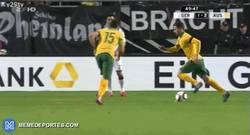 Enlace a GIF: El gol de falta de Jedinak frente a Alemania (1-2)