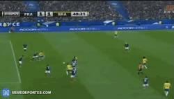 Enlace a GIF: Buena jugada de Brasil y gol de Óscar