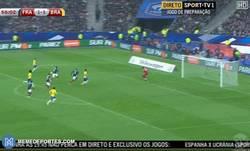 Enlace a GIF: Gran gol de Neymar frente a Francia