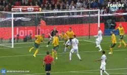 Enlace a GIF: ¡Gol de Welbeck que aleja a Lituania de la victoria!