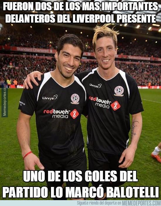 492988 - Jugaron dos leyendas del Liverpool. Marcó Balotelli