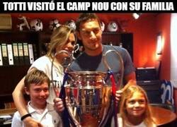 Enlace a Totti visitó el Camp Nou con su familia