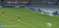 Enlace a GIF: El gol 24 de Falcao que iguala a Guajiro Iguarán, máximo goleador con Colombia