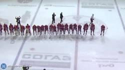 Enlace a GIF: Equipo ruso de hockey hielo celebra la victoria haciendo el dominó