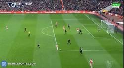 Enlace a GIF: Golazo de Hector Bellerin frente al Liverpool