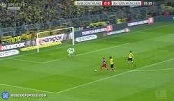 Enlace a GIF: Gol de Lewandowski frente al BVB
