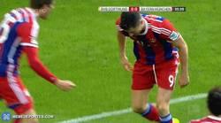Enlace a GIF: Lewandowski no celebró su gol ante la afición del BVB. RESPECT