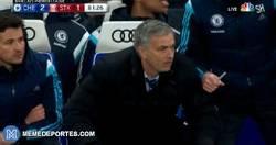 Enlace a GIF: La reacción de Mourinho tras fallar Cuadrado 2 ocasiones muy claras