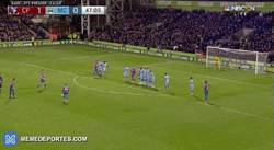 Enlace a GIF: GOLAZO de Puncheon contra al Manchester City. Pellegrini dice adiós a la Premier