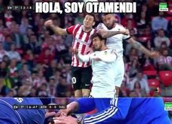 Enlace a Otamendi dejando KO a André Gomes