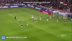 Enlace a GIF: Golazo de J.Brenet con el PSV