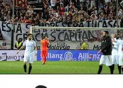 Enlace a La pancarta en el estadio del Sevilla dedicada a Rakitic