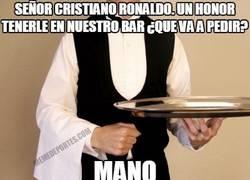 Enlace a Tras pedir penaltis y no dárselos, ahora Cristiano se dedica a pedir manos
