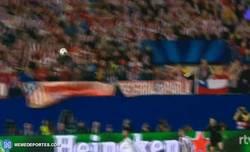 Enlace a GIF: Vaya codazo se ha llevado Mandzukic de Ramos. Así ha quedado el Croata. ¿Volverá Batman?