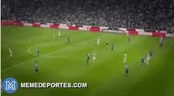 Enlace a GIF: El piscinazo de Morata fuera del área y el árbitro señaló penalti