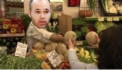 Enlace a Iniesta en la primera parte, dando melones en vez de pases