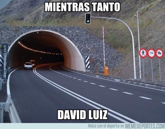 510065 - David Luiz frente a Suárez