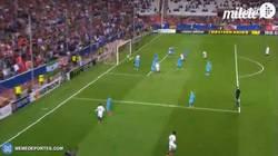 Enlace a GIF: Gol de Bacca que pone el empate.