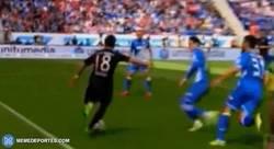 Enlace a GIF: La reacción de Guardiola ante la entrada criminal a Bernat, ¡no más lesionados por favor!