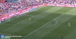 Enlace a GIF: Gol 400 de Messi con el Barça