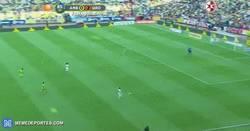 Enlace a GIF: Doblete de Ronaldinho + caño. Entrando en los últimos 8 minutos de partido en el Estadio Azteca