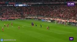Enlace a GIF: ¡Golazo de Xabi Alonso de lanzamiento de falta!