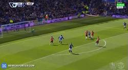 Enlace a GIF: Gol de Mccarthy para el Everton que se adelanta ante el United