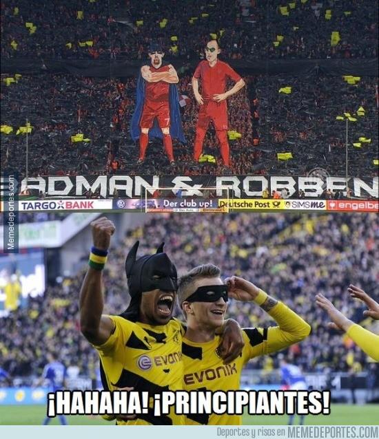 526109 - El tifo del Bayern: Batman y Robben. Imitaciones...