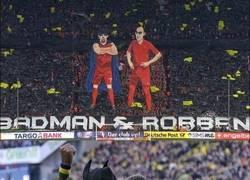 Enlace a El tifo del Bayern: Batman y Robben. Imitaciones...
