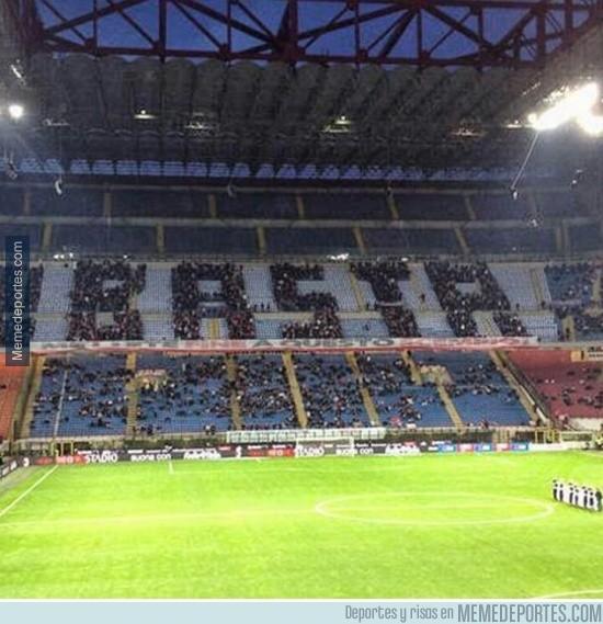 528217 - Protestar con estilo nivel: Afición del Milan