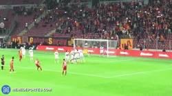 Enlace a GIF: Golazo de Sneijder en el Galatasaray