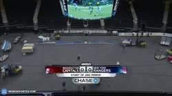 Enlace a GIF: Así es cómo el Madison Square Garden pasa de ser una pista de baloncesto a una de hockey hielo
