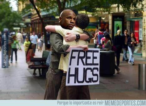 532453 - La nueva campaña de Mayweather para repartir abrazos gratis