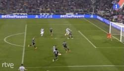 Enlace a GIF: Gol de Morata tras un fallo de Casillas
