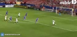 Enlace a GIF: Y el segundo de Aleix. 2-0 para el Sevilla