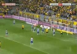 Enlace a GIF: Gol del Subotic para el Dortmund que quiere ir a Europa