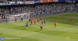Enlace a GIF: Gol de Terry que marca el 1-0 frente al Liverpool