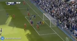 Enlace a GIF: Y Gerrard consigue el empate de cabeza 1-1