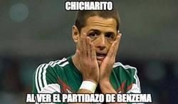 Enlace a Chicharito al ver el partidazo de Benzema