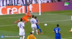 Enlace a GIF: ¡¡¡Y la salvó Iker Casillas!!!