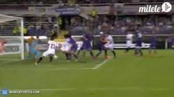 Enlace a GIF: Gol de Bacca que mata todas las esperanzas de la Fiorentina