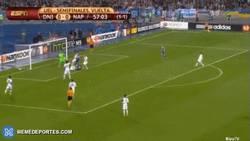 Enlace a GIF: ¡Sorpresa! Gol del Dnipro, el Napoli necesita 1 gol para prórroga