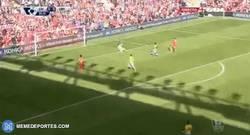 Enlace a GIF: Goool de Lallana frente al Crystal Palace