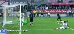 Enlace a GIF: Increíble parada doble de Marco Storari contra el Inter