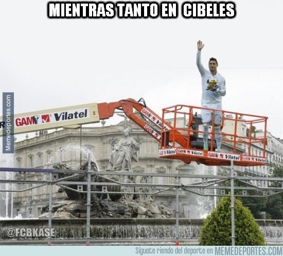 553843 - Mientras tanto, en Cibeles...