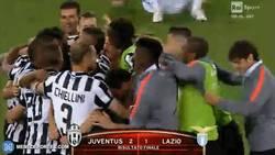 Enlace a GIF: La Juventus celebra la segunda copa de la temporada tras ganar a la Lazio en la Coppa