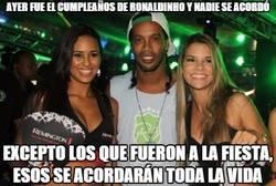 Enlace a Ayer fue el cumpleaños de Ronaldinho y nadie se acordó