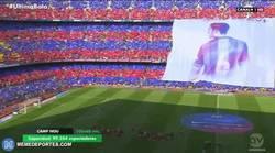 Enlace a GIF: Ambientazo, mosaico a Xavi del Camp Nou